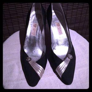 """Vintage Gucci """"comet"""" heels"""